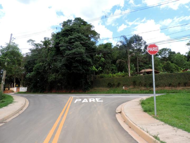 Avenida no Corrupira: pavimentação e sinalização
