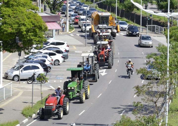 Carreata segue pelas principais avenidas da cidade