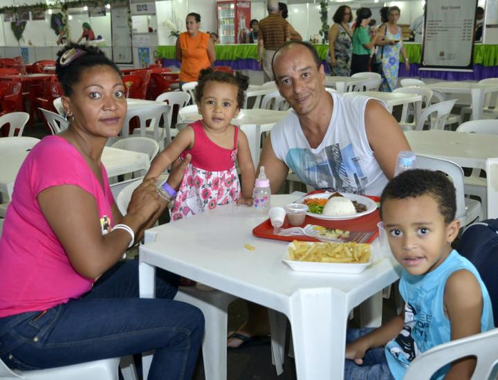 A família Aguilar aproveitou as delícias da festa