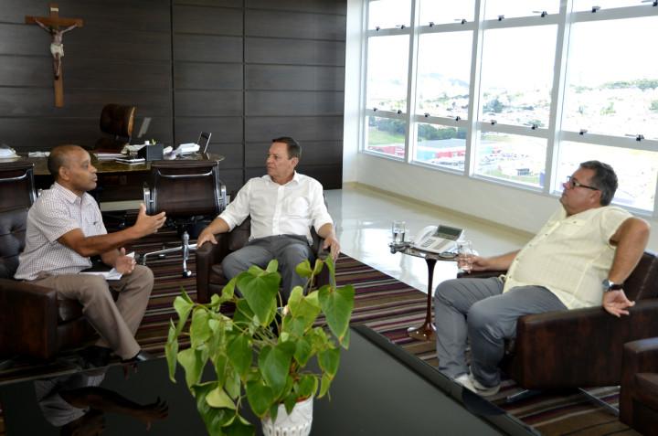 Vereador Cícero e o líder de governo Gerson foram recebidos pelo prefeito