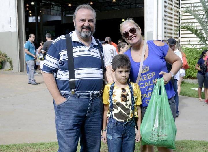A mãe Cristiane destacou a organização do evento ao secretário Durval Orlato