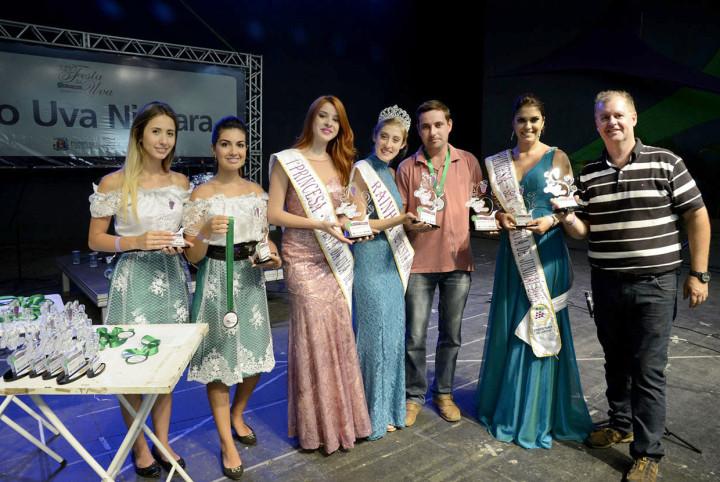 Corte da Uva e secretário Marcos Brunholi entregaram os prêmios