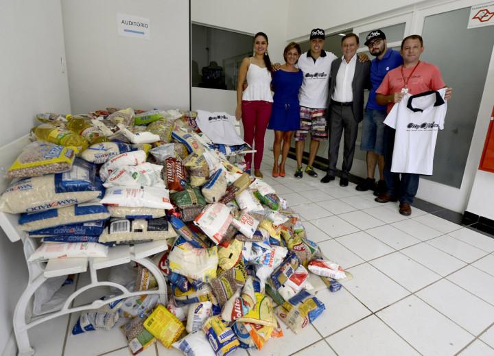 Alimentos foram entregues nesta terça-feira na sede do Fundo Social