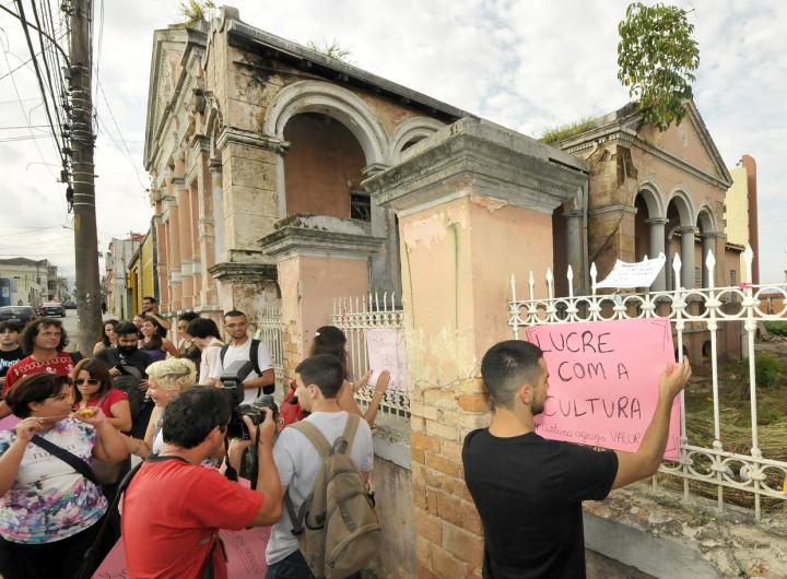 Moradores da cidade manifestaram-se contra a demolição do imóvel