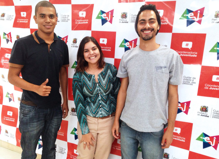 Narrinam Camargo ao lado de integrantes da Estação da Juventude