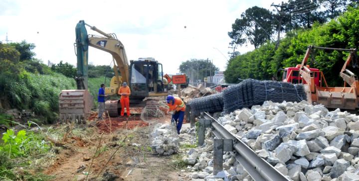 Obras emergenciais são feitas: segurança dos motoristas