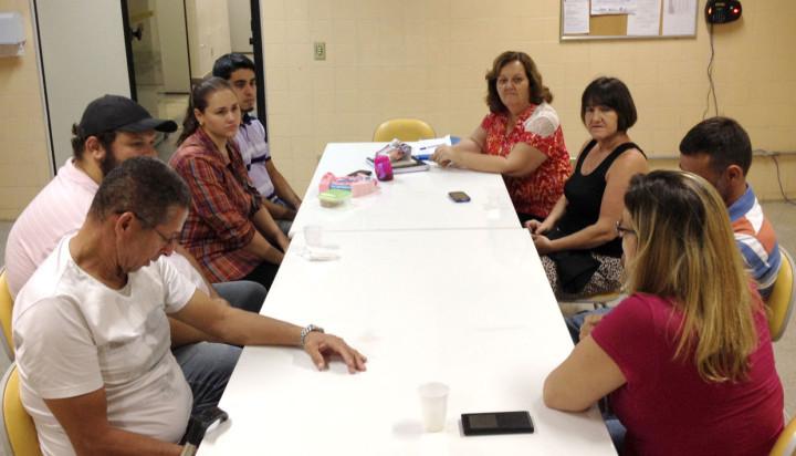Famílias se reúnem todos os meses para trocar experiências