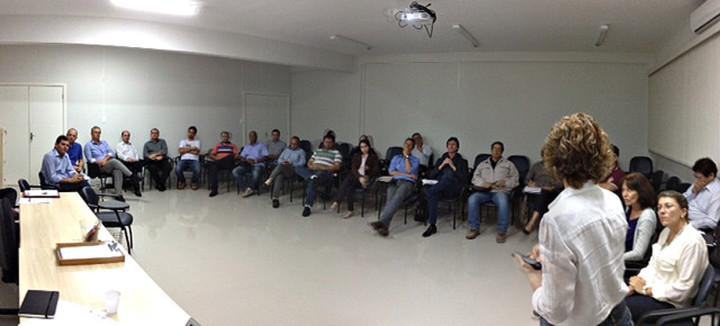 Integrantes do Grupo Gestor preparam a série de encontros
