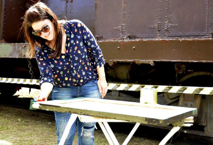 Daniela apoiou o evento e até pintou uma parte da moldura da Baratinha