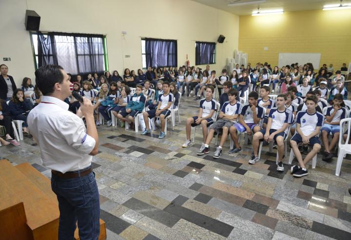 Aguinaldo falou aos alunos sobre o tratamento de resíduos