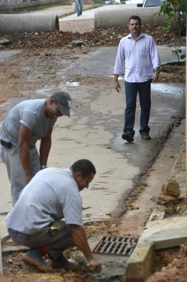 Secretário vistoriou as obras feitas em parceria com Serviços Públicos