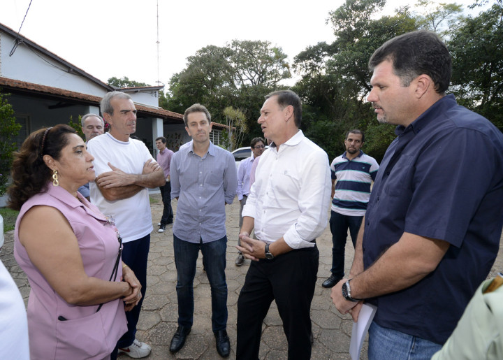 Na escola Lip, o prefeito conversou com a propriertária, que agradeceu a obra