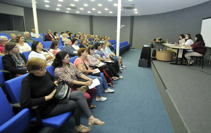 A reunião foi feita no auditório da Biblioteca Municipal