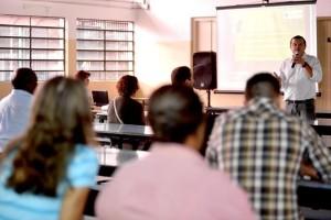 A reunião ocorreu na escola municipal Deodato Jansk: construção conjunta com moradores e técnicos