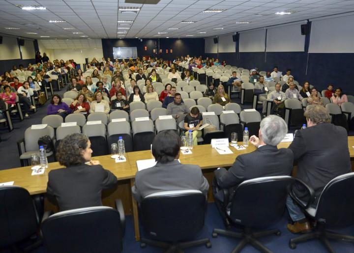 Programação começou no dia 13, com seminário na Faculdade de Medicina