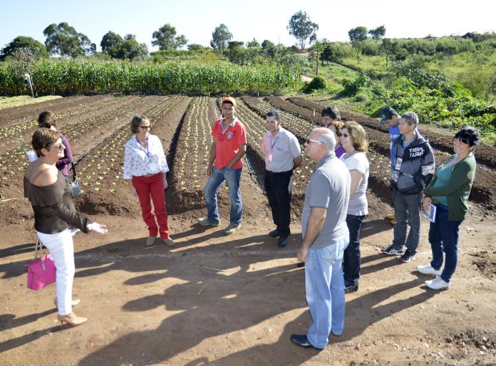 Margarete Bigardi com os alunos do Fundo Social