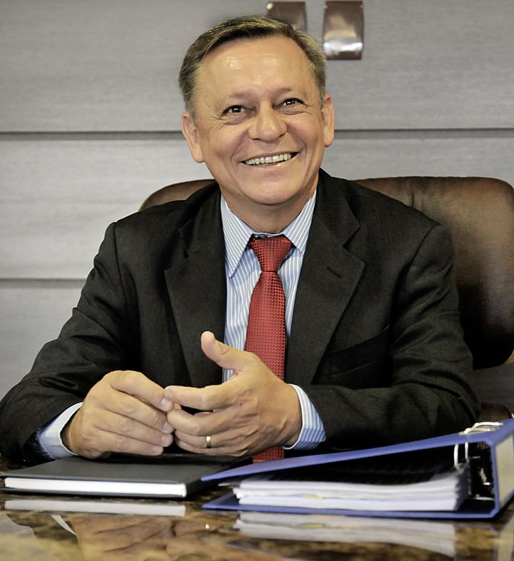 Prefeito Pedro Bigardi conversa com servidores: valorização