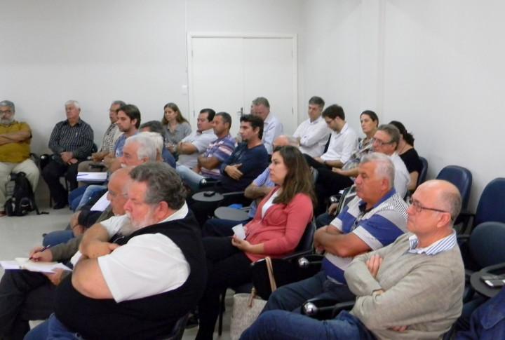 Agricultores, pesquisadores e educadores participaram da reunião