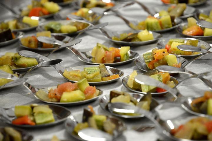 """Amostras de pratos em """"colherinhas"""" foram usadas no lançamento do festival"""