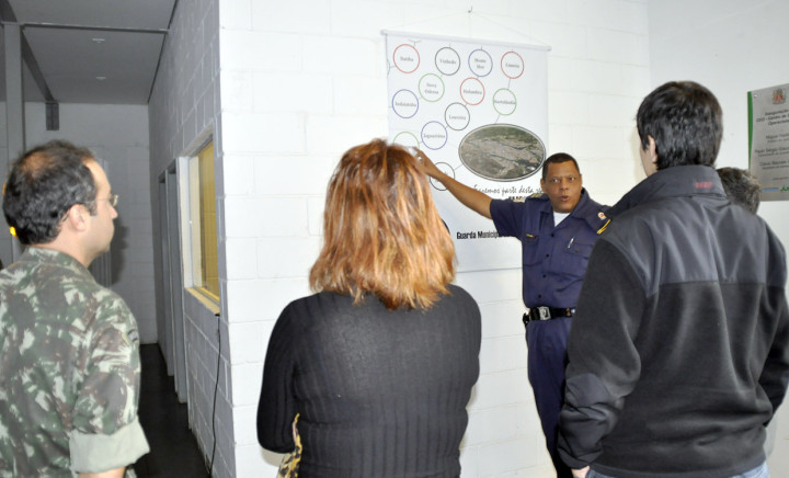 Subcomandante Soares conversa com os visitantes