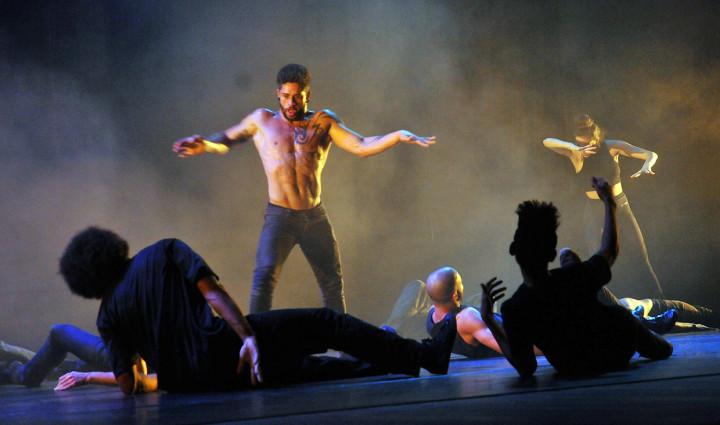 Coreografia mostra a gravidade emocional