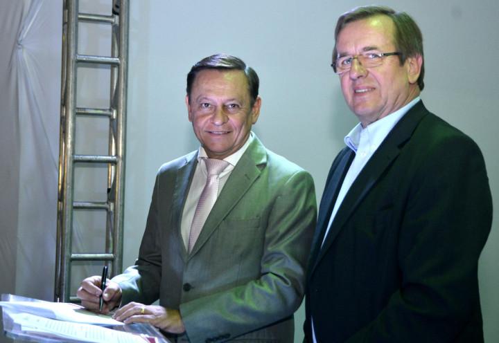 O prefeito Pedro Bigardi fez a assinatura do termo de cooperação