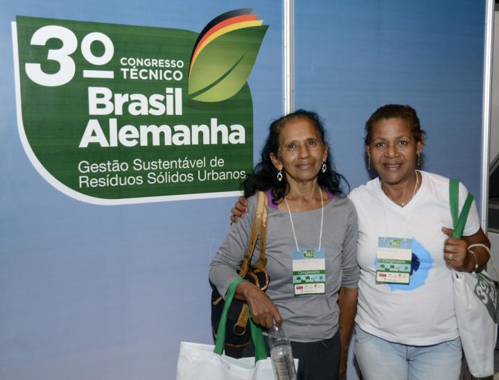 Roseli e Iolanda trabalham com recicláveis e aprovaram as palestras