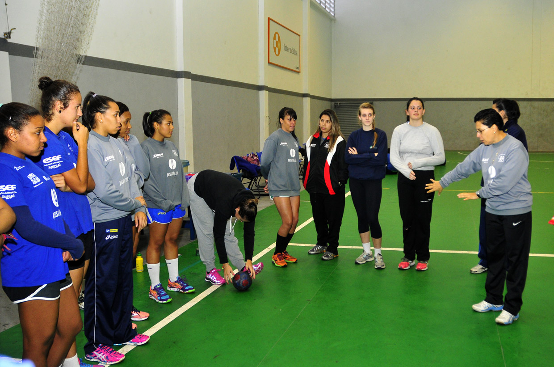 A técnica Rita Orsi orienta o time em busca de mais uma medalha de ouro nos Regionais
