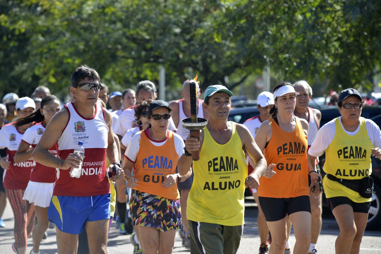 Atletas jundiaienses percorreram a cidade com a tocha