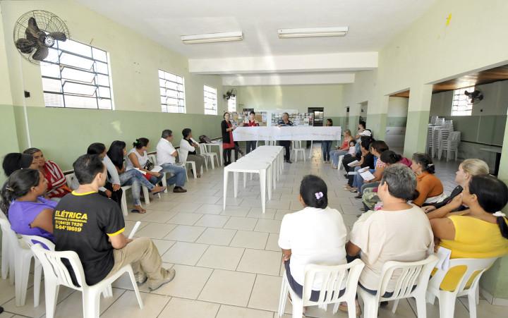 Tatiana explicou o projeto de reurbanização para a população