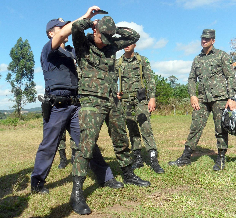 Guardas passaram instruções sobre abordagem e revista de civis