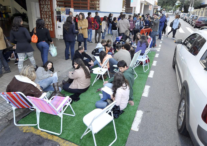 Atividade inusitada movimentou rua Barão na tarde de sexta (19)