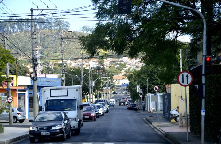 Rua João Ferrara ganhou recapeamento