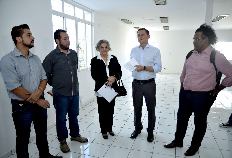 Prefeito em vistoria às obras de reforma da Casa das Letras no Centro