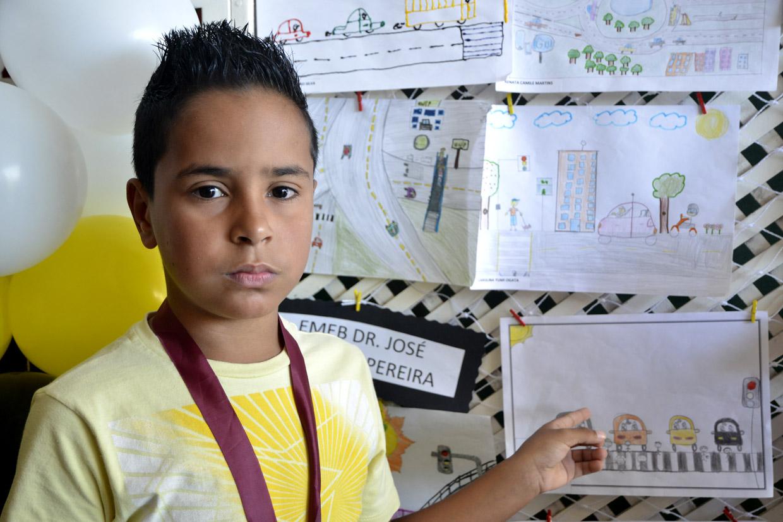 Juan foi um dos vencedores do concurso de desenho