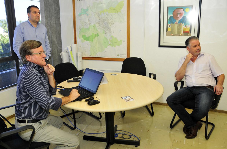Secretário de Transportes, Wilson Folgozi, apresenta o Carrega Fácil