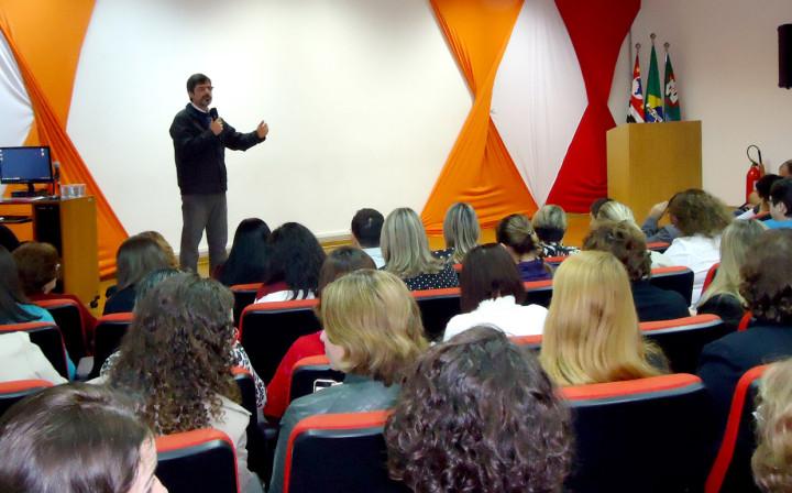 O secretário José Renato Polli conversa com cerca de 500 convidados