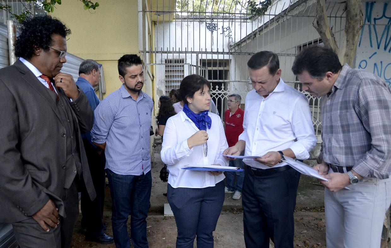 Com secretários, o prefeito Pedro Bigardi conferiu obras da futura sede da 1ª Cia da Polícia Militar na Praça dos Andradas