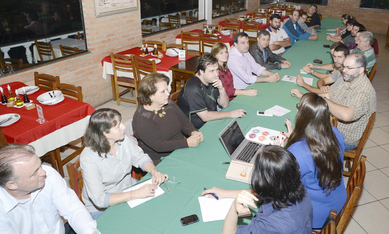 Com reunião mais numerosa do projeto, comunidade aponta valor do turismo