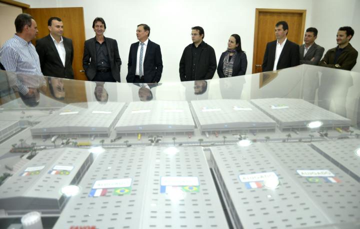 Prefeito Pedro Bigardi foi recebido por empresários do empreendimento