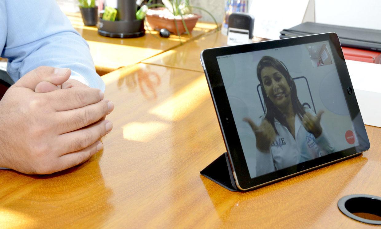 O ICOM auxilia pessoas com deficiência auditiva