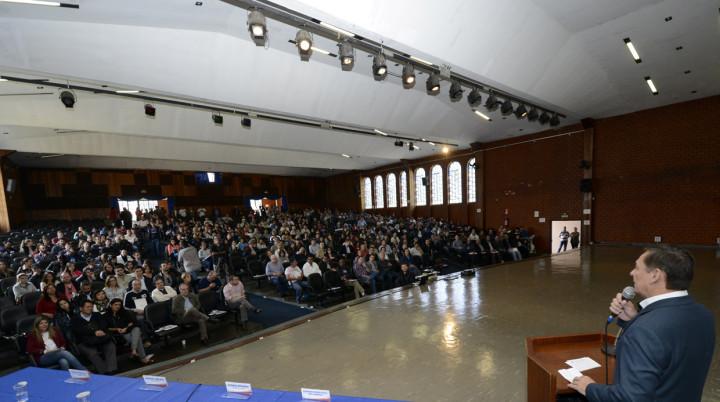 Primeiro fórum, em maio: mais de 700 pessoas presentes