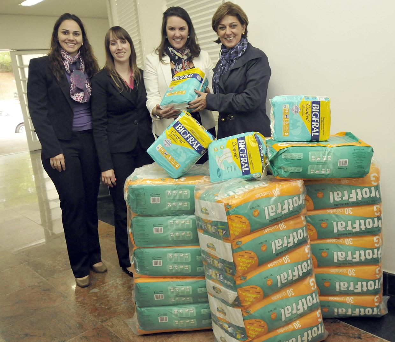 Em 2014 a primeira-dama, Margarete Bigardi, recebeu as doações de fraldas