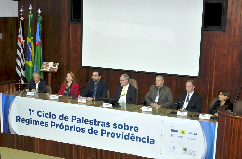 Autoridades participaram da abertura oficial do Ciclo de Palestras