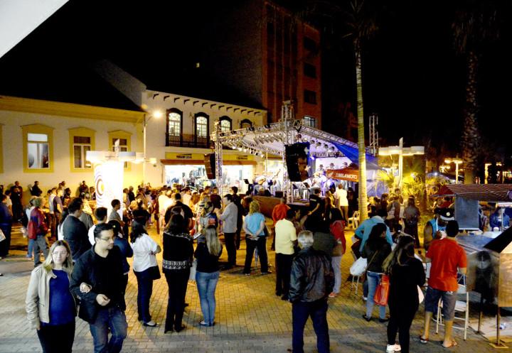 O evento cultural promove a volta da vida noturna no Centro