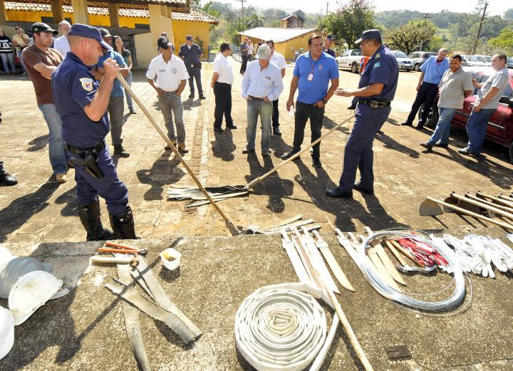Técnicas sobre o uso de equipamentos e ferramentas são passadas ao funcionários das fazendas
