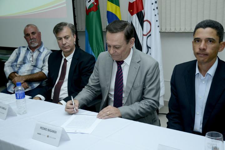 Prefeito Pedro Bigardi oficializa a posse do Conselho de Segurança e Cidadania