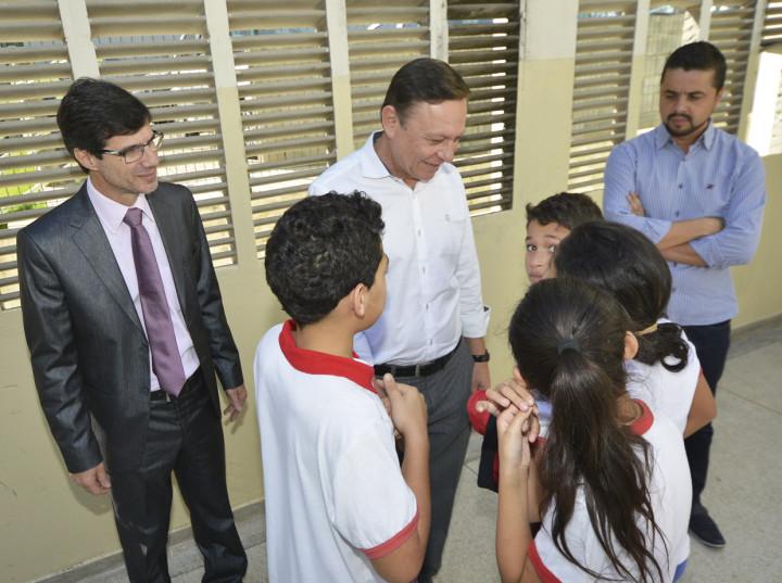 O prefeito Pedro Bigardi e o secretário José Renato Polli: investimentos em educação