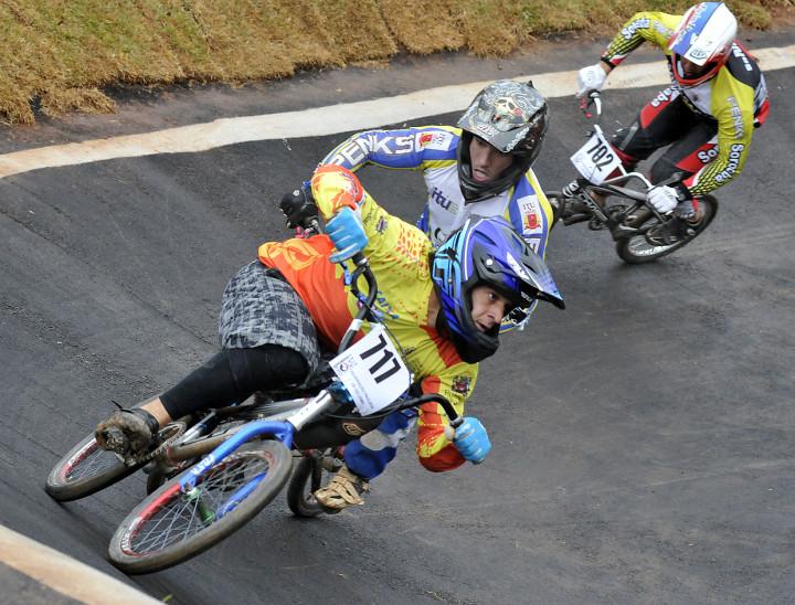 Prova de BMX disputada na pista do Jardim Martins durante os Jogos Regionais