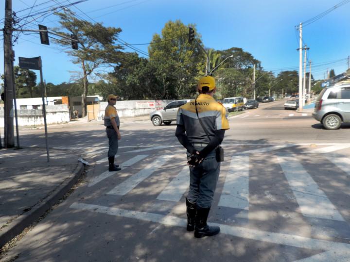 Agentes de trânsito realizam operação nos bairros